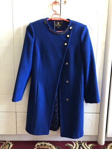 Личные вещи - Джалал-Абад: Пальто электро цвета