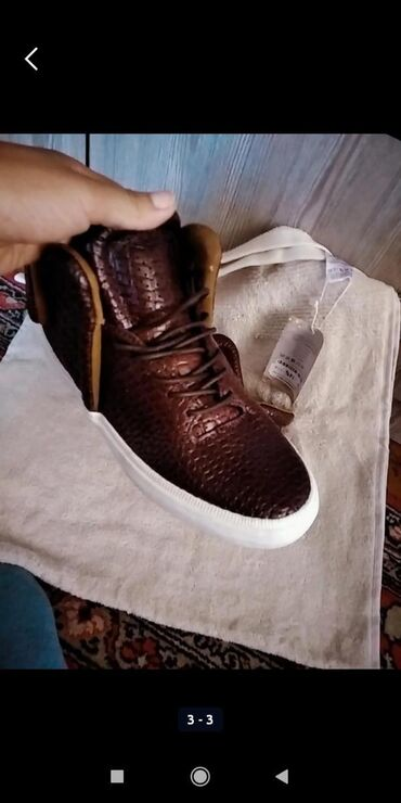 maoda кроссовки в Ак-Джол: Кроссовки и спортивная обувь