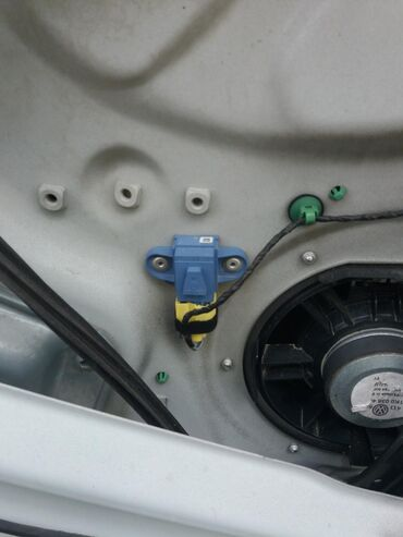 Senzor bocnog udarca vozacava strana nalazi se u vratima