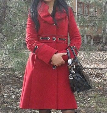Пальто кашемировое,размер (m) 42-44.В отличном состоянии. цена 4500с. в Бишкек