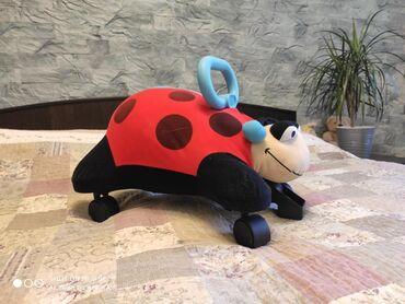 """толокар chicco в Кыргызстан: Игрушка - каталка, толокар """"Божья коровка"""", вес ребенка до 28кг. Супер"""