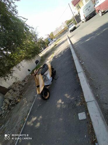 Suzuki - Кыргызстан: Срочно продаю скутер сузуки 100куб с документами на ходу все работает