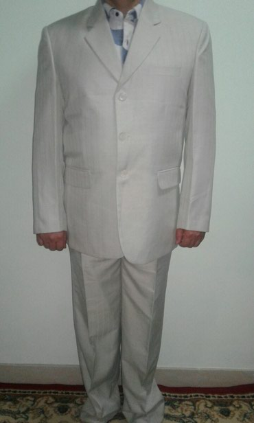 Новый костьюм тройка,размер 50,на рост где 174.цвет молочный в Бишкек