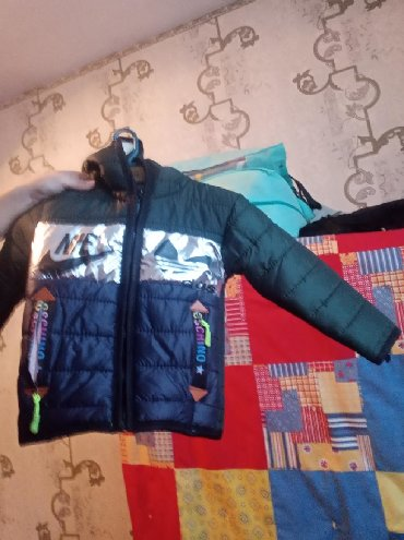Новый лёгкий куртка. От 2-4 годика.внутри флис