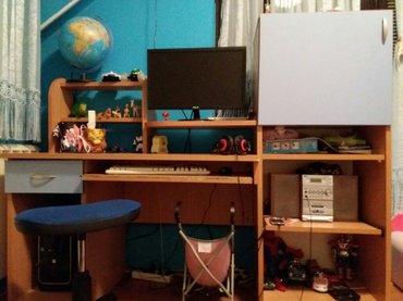 Veliki radni sto i kompjuterski. Ima fioku i deo kao ormancic. Izvlaci - Sremska Mitrovica