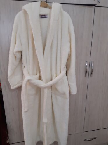 Домашние костюмы - Кыргызстан: Плюшевый женский банный халат,очень тёплый,мягкий,лёгкий,надевала 1раз