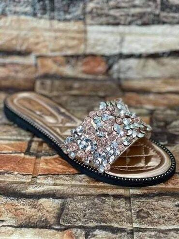 148 oglasa | OSTALA ŽENSKA OBUĆA: 36-40 1600 papuce  2100 sandale