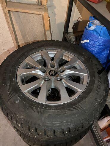 диски rota в Кыргызстан: Продаю диски с зимней шипованной резиной Dunlop на Toyota Land Cruiser