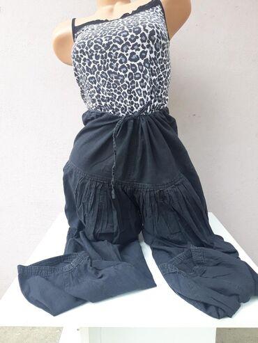 Crne letnje pantalone sa lastihon u struku Velicina M/L bez oštećenja