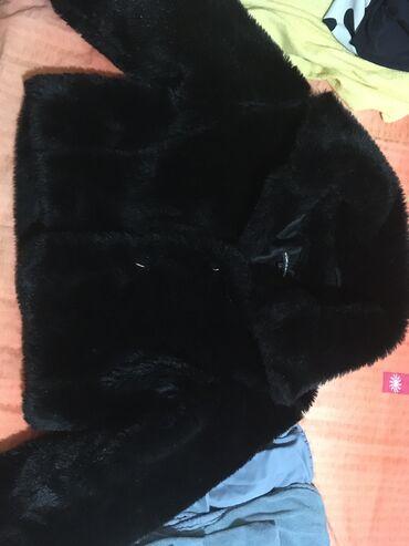 Aktivni ves - Pozarevac: Kratka crna bundica od vestackog krzna.Sasvim malo koriscena.Dobro