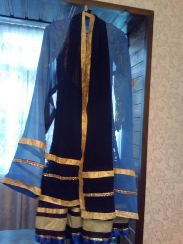 Платье с платком .размер Sприведенное из эмиратов одевали один раз