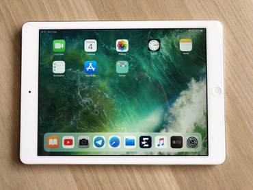 Apple iPad Air (16GB, Wi-Fi, White with Silver)  в Бишкек