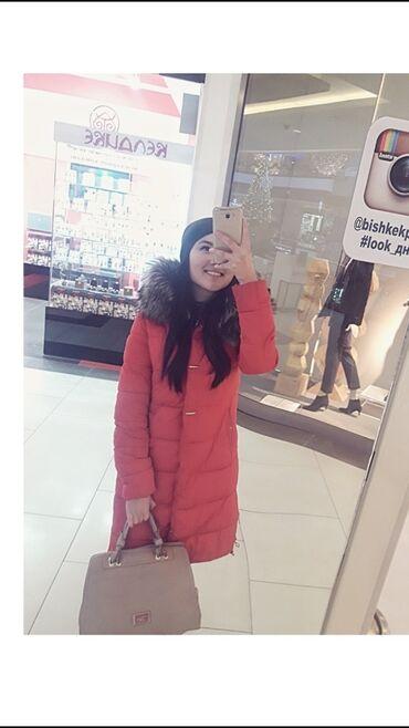 Продаю куртку зимнюю,красного цвета,в зимой очень тепло,пуховик