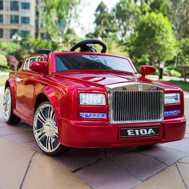 """Premium seqmentində populyarlığı ilə seçilən """"Rolls Royce Phantom"""" diz"""