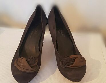 Женские туфли на каблуках