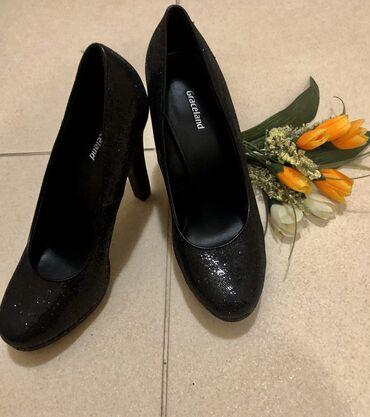 Продаю Новые вечерние туфли 39 размер,удобный каблук (производство