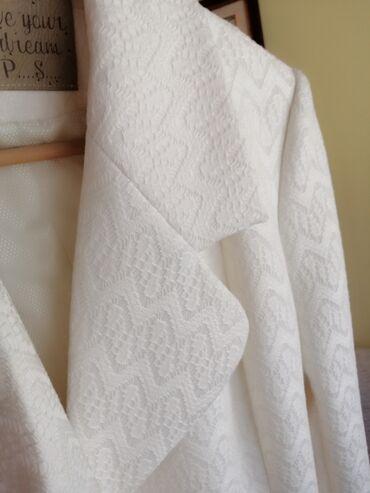 Oko stvari mix musko zenski prva klasa - Srbija: Predivan zenski kaput, kupljen u PS-u, nov, nenošen, veličina 38. Toli