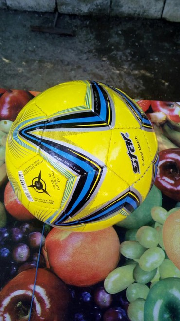 Futbol topu Tazadir.Pakistandir.Keyfiyatli topdur.4 nomradir
