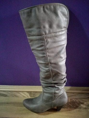 Cizme sive duge,mogu se nositi i povijene. Broj 39. Ostecenje na - Bajina Basta
