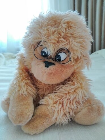 Продаю мягкую игрушку обезьяны в очках,бежевого цвета. Заходи в
