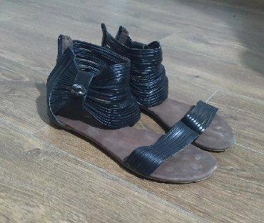 Ženska obuća | Plandište: Crne ravne sandale, broj 38, dužina gazišta 24,5 cm