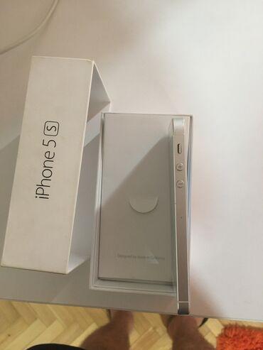 Apple Iphone - Kragujevac: Polovni iPhone 5s 16 GB Silver