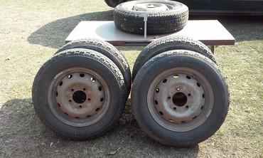 Vozila - Subotica: 5 guma za ladu nivu 4 iste 1 nije sa felnama odlicne