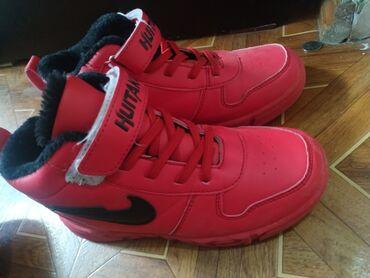 Продам утеплённые кроссы 33 размера