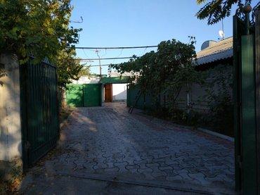 Дом 100кв. м.  рядом с рынком Мадина.  Участок 15 соток правильной фор в Бишкек