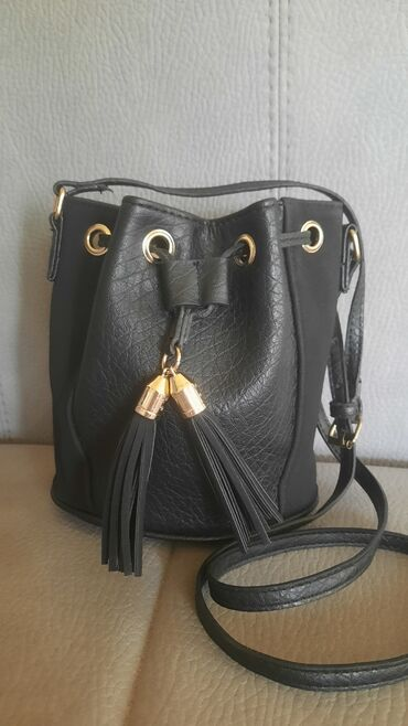 Bez torbica - Srbija: Savršena torbica malih dimenzija. Nošena par puta. Bez oštećenja!