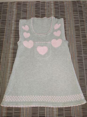 Платьешко вязанное в идеальном состоянии. На 2-3 годика. Смотрите все