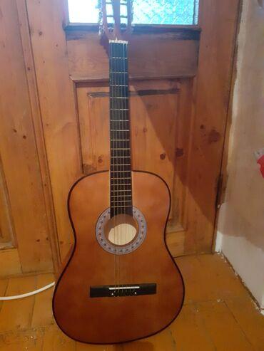 gitara satilir в Азербайджан: Həvəskar gitara təcili satılır