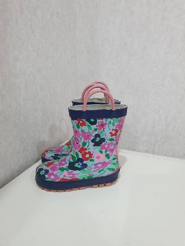 женские сапоги недорого в Кыргызстан: Резиновые сапоги от Next и комбинезон от дождя на 3 года. Размер
