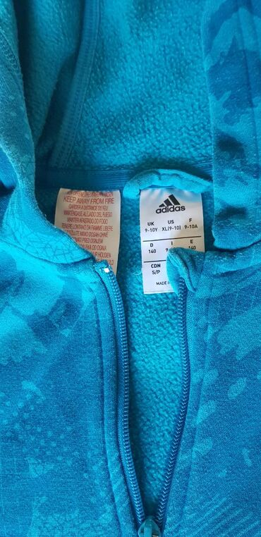 Dečije jakne i kaputi   Nis: ADIDAS original duks za decake sa kapuljacom, vel 9/10, 140cm, super