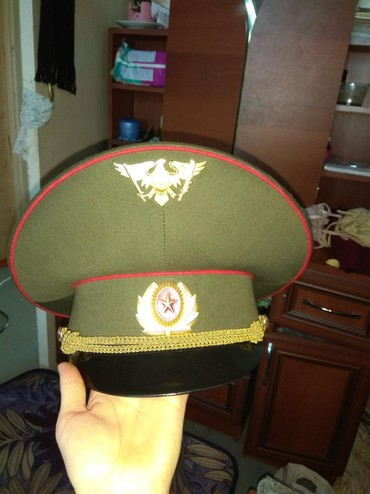Мужская одежда в Беловодское: Продаю фуражку в комплекте