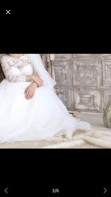 Свадебные платья и аксессуары - Бишкек: Продаётся счастливое свадебное платье . Размер М