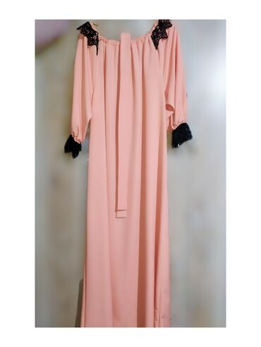Новое платье В комплекте имеются ремешок и шарфРазмер подойдет на