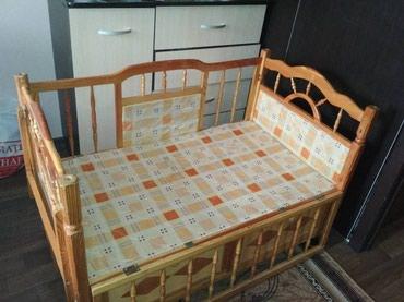 Продаю счастливую детскую кроватку ( дерево). Внизу отсек для хранения