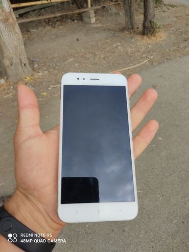Электроника в Гёйчай: Б/у Xiaomi Mi A1 64 ГБ Золотой