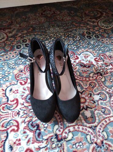 Женская обувь в Каракол: Пр-ю туфли на бретельках.Носила пару раз только