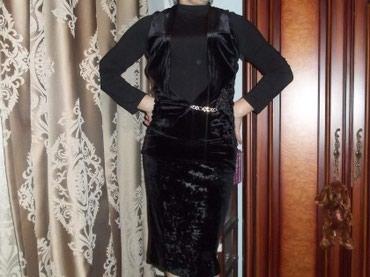 Костюм. миди юбка и жилетка с капюшоном. велюр размер 42-46 в Бишкек