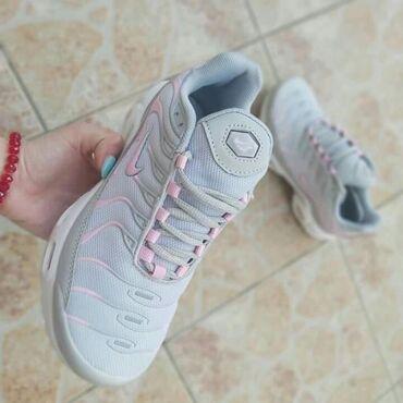 Ženska patike i atletske cipele   Sid: Sivo roze Nike TnVazdusni djon, udobne su bas, lake :)Od brojeva jos