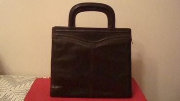 Kozna ocuvana torba,sa vise pregrada,stepovi sa spoljne strane.Model - Belgrade