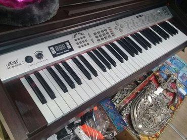flas - Azərbaycan: Elektron piano kicik olculu teze. Flas kartda gedir