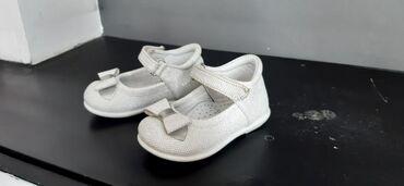 Dečije Cipele i Čizme   Kovilj: Bele sandalice sa srebrnim koncicima br 20 . nosene ali dobro ocuvane