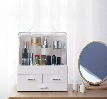 Veliki prostor za skladistenje kozmetike, šminke i ostalog