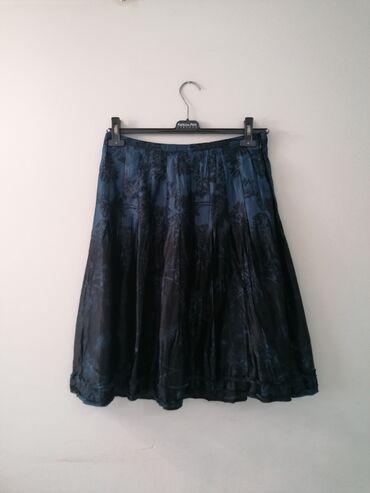 Esprit suknja kratko nosena.Kombinacije crne i plave boje. Velicina je