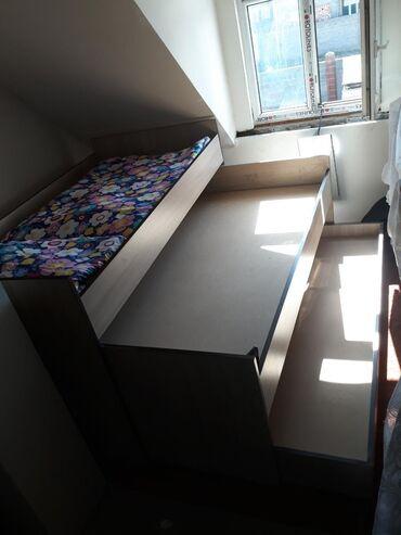 Кровать трех яруссная, можно для дедского сада или дома . Очень удобна
