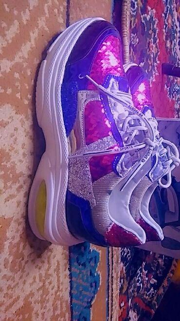 Кроссовки и спортивная обувь в Ак-Джол: Кроссовки и спортивная обувь