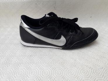 Ženska obuća | Valjevo: Nike - broj 37. Original nike kozne patike. Broj 37 - gaziste 23.5cm